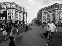 牛津马戏的人们在黑白的伦敦 免版税库存照片