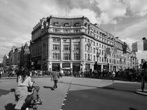 牛津马戏的人们在黑白的伦敦 免版税图库摄影