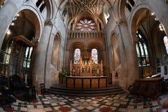 牛津,英国- 2017年7月15日-游人在大学镇基督教会里 库存照片
