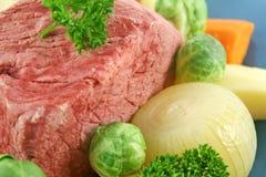 牛的胸部肉蔬菜 免版税库存照片