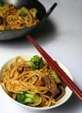 牛肉中国食物mein铁锅 库存图片