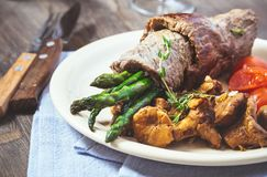 牛肉和芦笋卷 免版税图库摄影