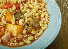 牛肉和蕃茄通心面汤 免版税库存照片