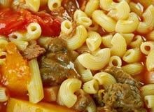 牛肉和蕃茄通心面汤 库存照片