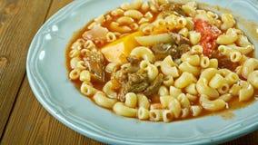 牛肉和蕃茄通心面汤 库存图片