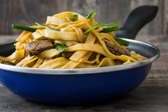 牛肉在煎锅的食物mein 中国食物 免版税图库摄影