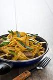 牛肉在煎锅的食物mein 中国食物 免版税库存照片