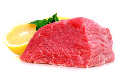 牛肉块牛排用柠檬 免版税库存图片
