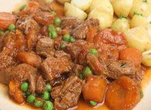 牛肉嫩马铃薯炖煮的食物 免版税库存照片
