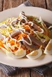 从牛肉心脏的沙拉和菜穿戴了与蛋黄酱克洛 免版税库存照片