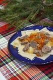 牛肉或羊羔与正方形型面团用土豆和辣椒粉 乌兹别克人传统烹调- Shilpildok 库存照片