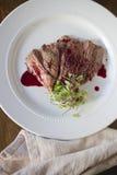 牛肉条用石榴Gastrique 免版税库存图片