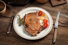 牛肉油煎的牛排 库存照片