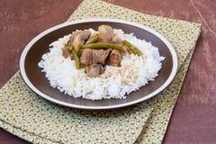 牛肉用蘑菇、蔬菜和米 免版税图库摄影