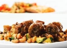 牛肉盘热肉卷蔬菜 库存照片