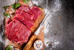 牛肉,小牛肉 新鲜的未加工的里脊肉 库存照片