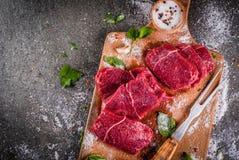 牛肉,小牛肉 新鲜的未加工的里脊肉 免版税图库摄影