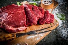 牛肉,小牛肉 新鲜的未加工的里脊肉 免版税库存照片