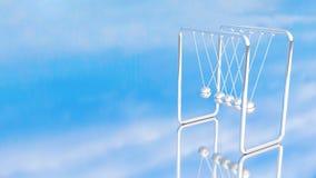 牛顿摇篮或摆锤天空蔚蓝背景 皇族释放例证