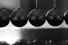 牛顿pendulum pendulo de newton 库存图片
