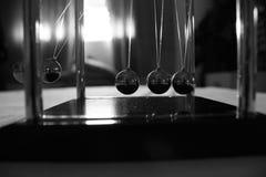 牛顿pendulum pendulo de newton 图库摄影
