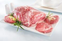 牛颈肉原始的牛排碗筷 免版税库存照片