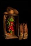 牛仔与十字架的Ristra壁橱 免版税库存照片