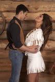 牛仔和印地安妇女白色裙子转回去 图库摄影