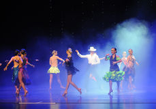 牛仔女孩这cha查家这奥地利的世界舞蹈 免版税库存照片