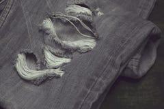 牛仔布牛仔裤蓝色老被撕毁时尚设计 免版税库存图片