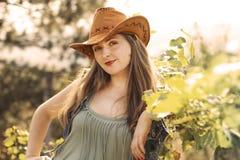 牛仔帽的女孩 免版税图库摄影