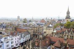 牛津英国2016年10月26日:显示学院大厦和商店的牛津市鸟瞰图 免版税库存照片