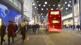 牛津街在圣诞节伦敦,英国前的晚上 股票录像
