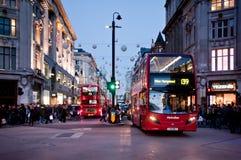 牛津街在日落的伦敦 免版税库存图片