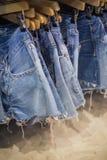 牛仔裤在商店 图库摄影