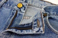 牛仔裤按钮关闭  免版税库存图片