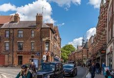 牛津,英国- 2016年4月30日:乔治街的人们 库存照片