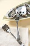 牡蛎和刀叉餐具 免版税图库摄影