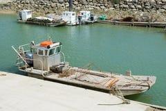 在Oléron海岛的牡蛎小船 库存图片