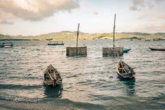 牡蛎笼子在一个湖等候渔夫部署他们在越南 免版税库存图片