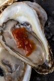 牡蛎酒和开胃用沙司 库存图片