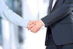牢固的握手的特写镜头图象在两个同事之间的 免版税库存照片
