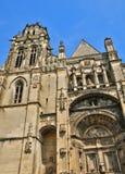 牧师会主持的教堂圣徒Gisors的赫瓦希圣徒Protais在诺马 库存照片