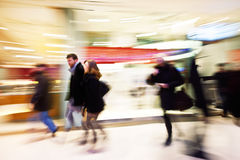 购物中心人迷离 免版税库存照片