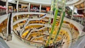 购物中心的步行者 股票视频
