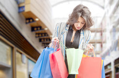 购物中心的购物妇女 免版税图库摄影