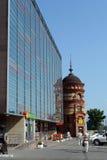 购物中心` Pervomaisky在远景Krasnoarmeyskom的`和` Edem `在Barnaul 免版税库存图片
