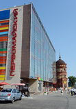 购物中心` Pervomaisky在远景Krasnoarmeyskom的`和` Edem `在Barnaul 库存图片