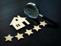 物产估价和家庭评估 房子和五个星模型  图库摄影