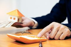 物产管理概念,计算的房子费用 免版税库存照片
